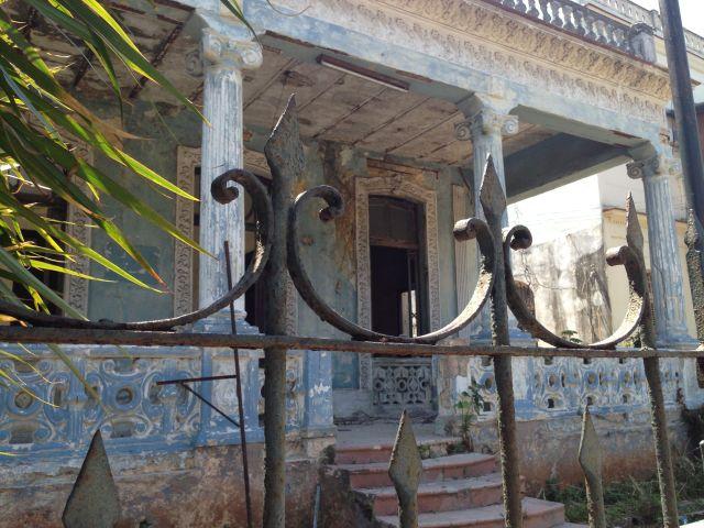 Cuba jolie laid